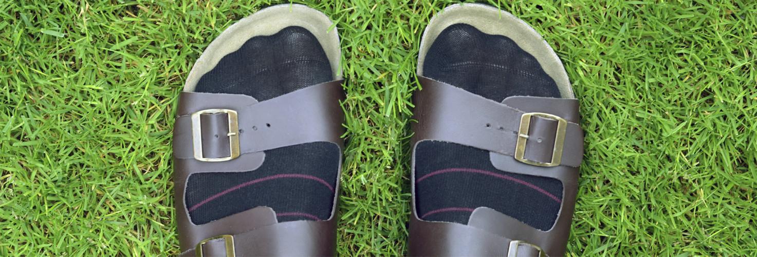 Sandales-chaussettes, ça fait bien rire mais c