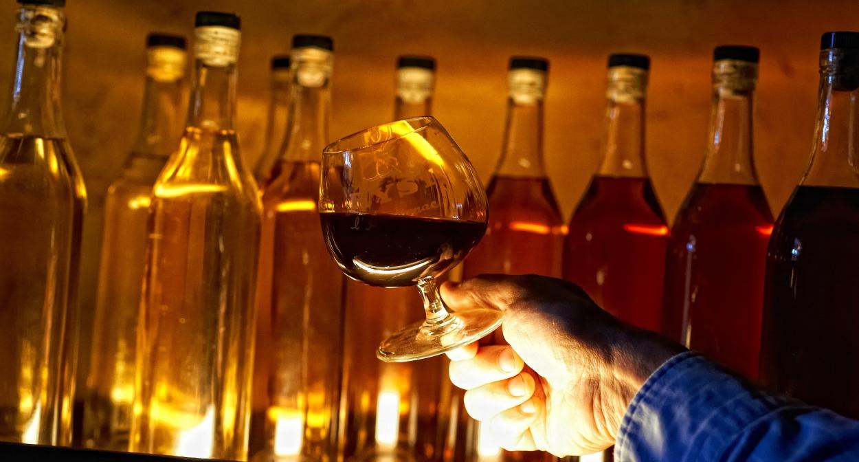 Degustation d'armagnac en Occitanie ©Dominique Viet CRTL Occitanie Flaran Baïse Armagnac