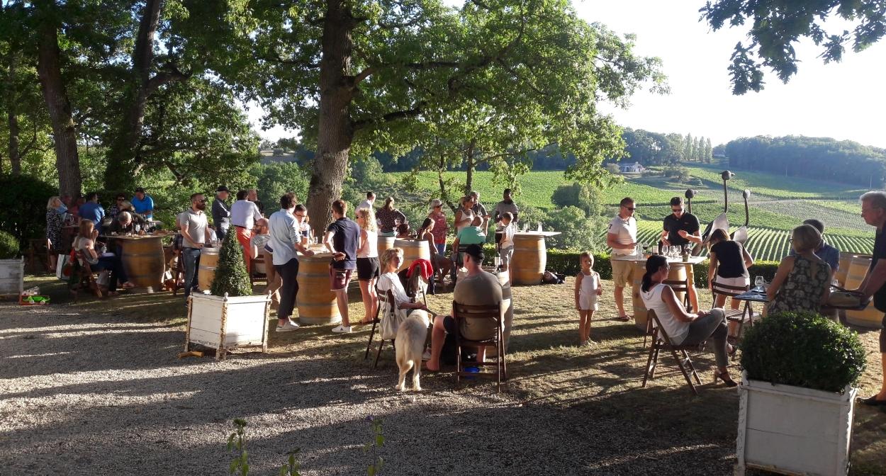 Château_Bélingard_Aperitif_vineyard©Château Bélingard