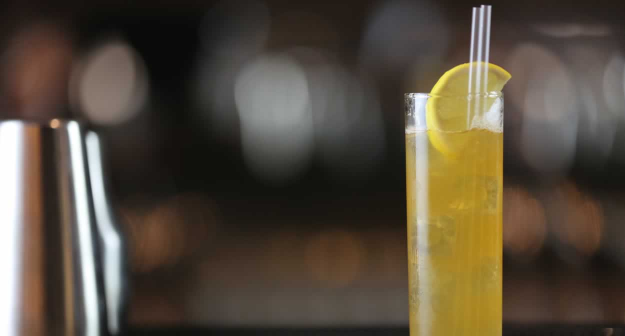 Un cocktail à base de cognac : le Poire Fizz ©Bar Luciole