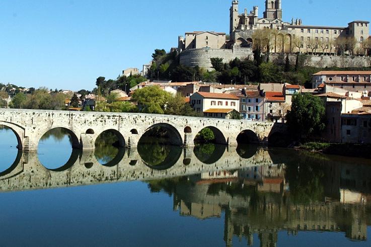 Féria de Béziers cathedrale pont vieux wines of pays d'Oc ©Inter Oc