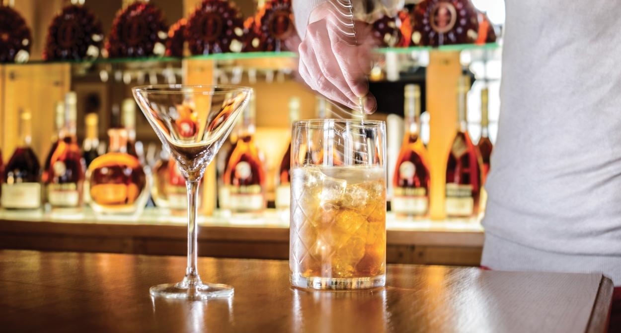 Cognac cocktail-making workshop ©Rémy Martin Stéphane Charbeau