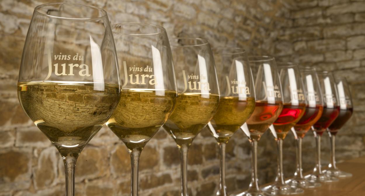 Tasting in the Jura wine region © Jura Tourisme
