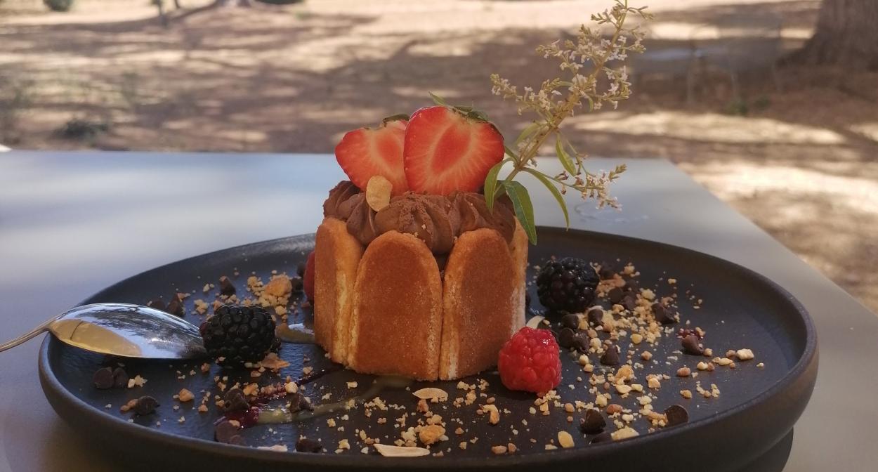 Repas en terrasse pour vos évènements à Montpellier ©grandpuy