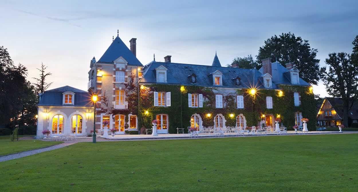 Night falls on the Domaine des Hauts de Loire © Relais & Châteaux