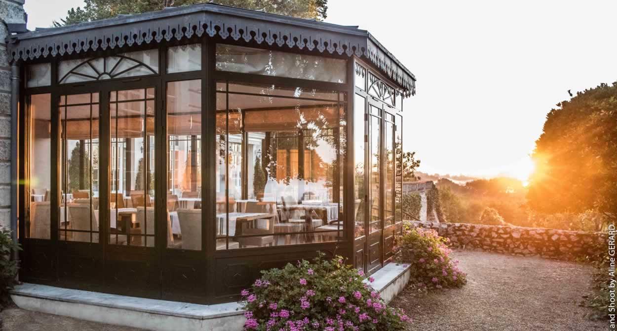 The Château's veranda ©Relais & Châteaux