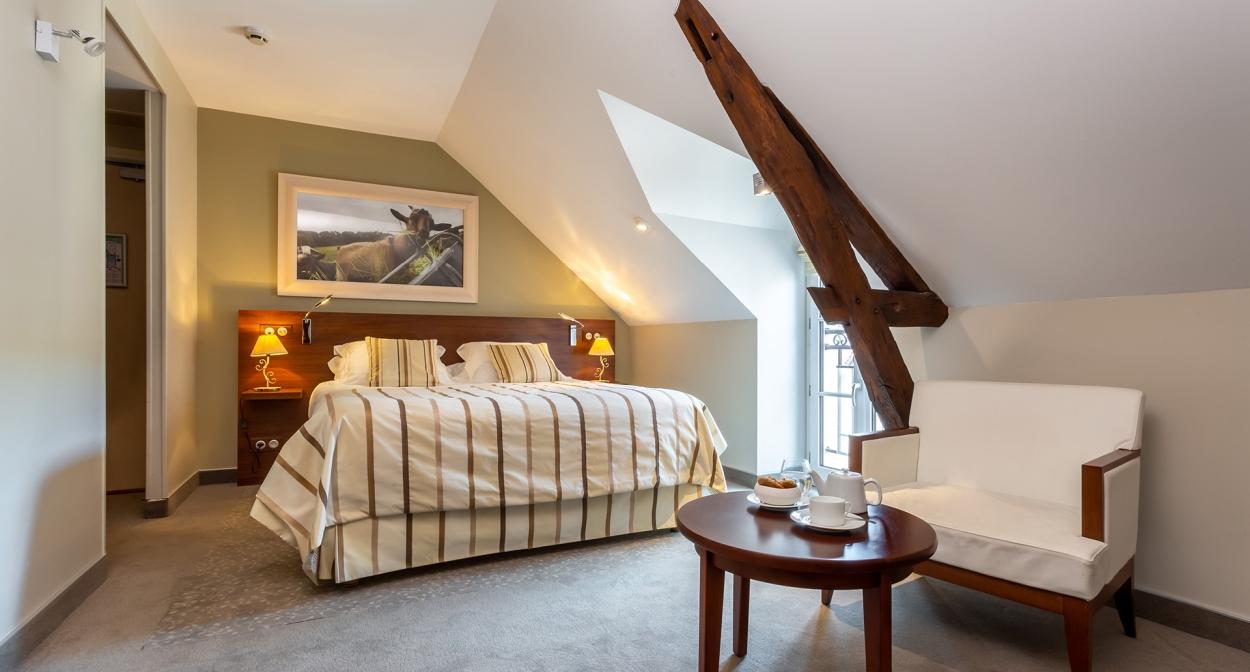 Famille Bourgeois – Hotel Restaurant Cote des Monts Damnes © Terre de Vins
