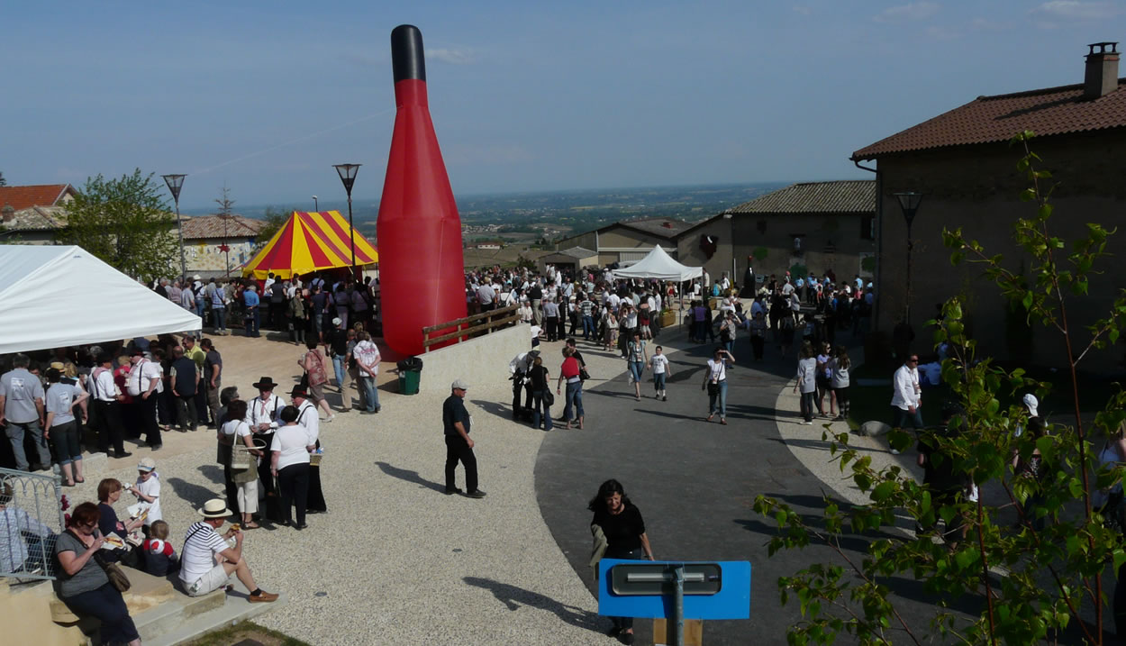 The Beaujolais Wine Festival with panoramic view of the vineyards © Inter Beaujolais