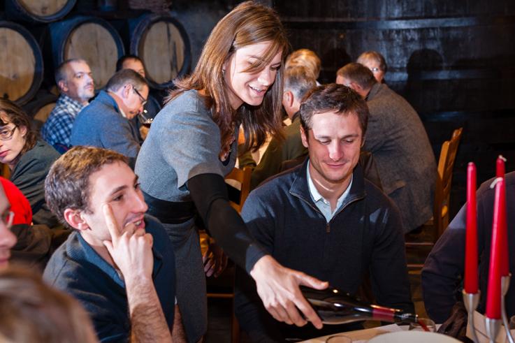 Vente des vins des hospices de Beaune en Bourgogne dégustation de millésimes(c) Michel Joly