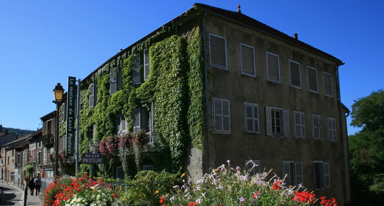 Pasteur's Arbois home in summer© EPCC Terre de Louis Pasteur