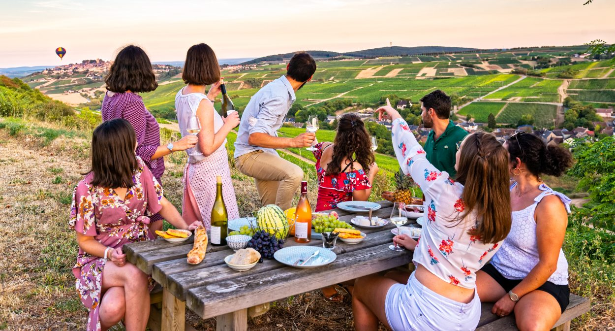 Rustic picnic in the Sancerre hills ©BIVC-Pierre Mérat