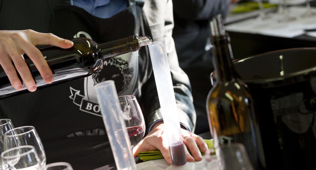 Pape Clément atelier winemaker © Anaelb.com