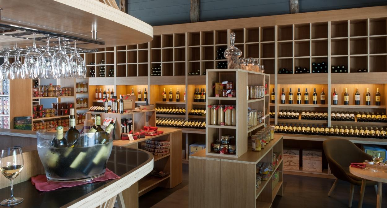 Épicerie gourmande et bar à vins ROUGE dans le vignoble de Bordeaux© GdeLaubier