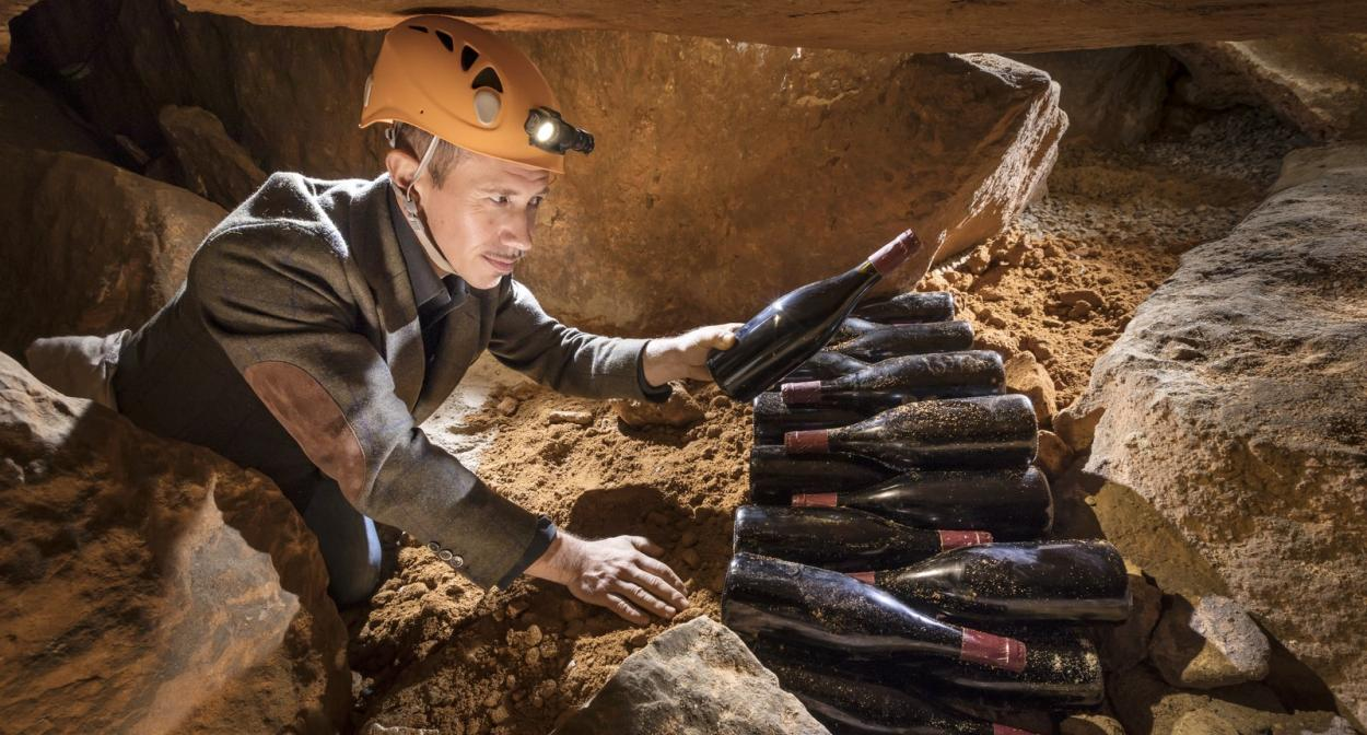 ine tasting in caves speleology in the Rhone Valley ©Rémi Flament Photographie