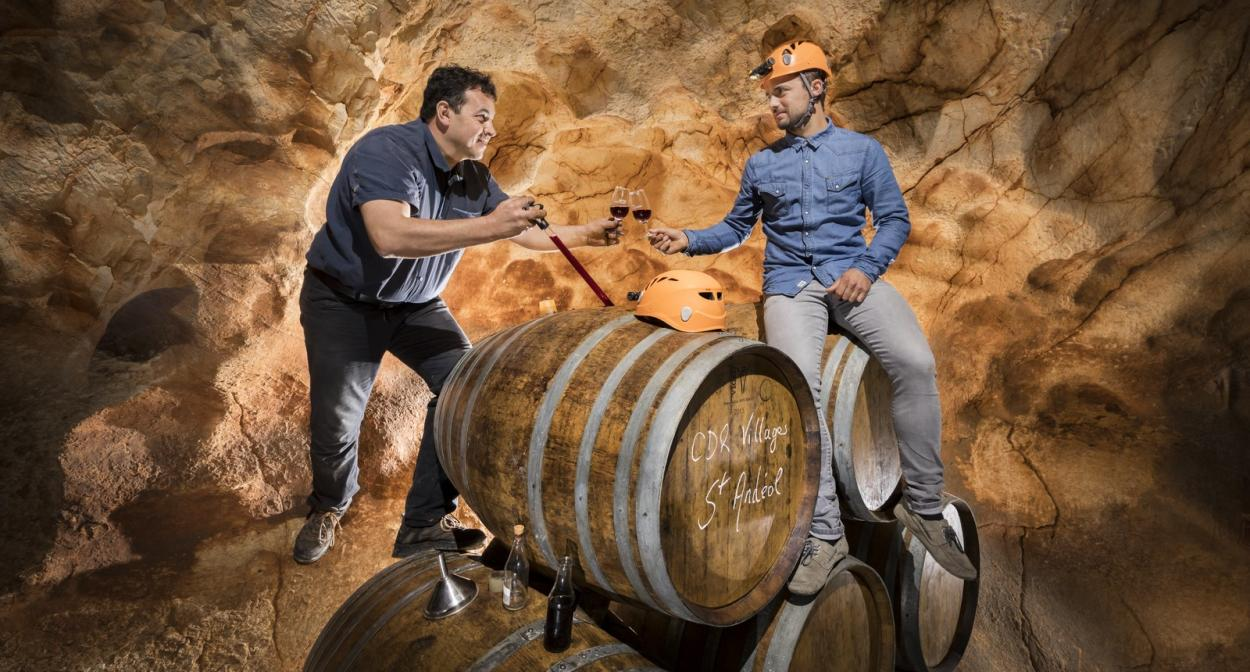 Wine tasting in caves speleology in the Rhone Valley ©Rémi Flament Photographie