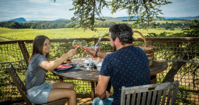 Nuitée avec petit déjeuner en terrasse dans le vignoble du Languedoc @Domaine de l'Arbousier