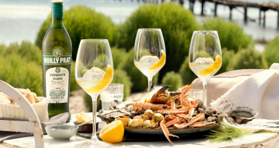 Vermouth tasting by the sea ©Noilly Prat Marseillan