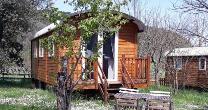 Logements insolites dans le vignoble © domaine d'Anglas