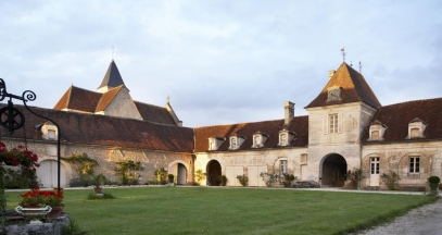 Château de Béru, Bourgogne, cour ©ChâteaudeBéru
