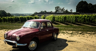 Take a trip in a vintage car with the classic car travel agency Rétro Émotion © Rétro Emotion