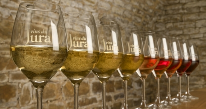 Tasting in the Jura wine region © Jura Tourisme