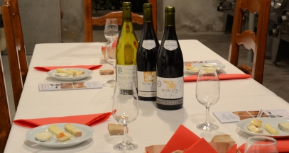 Table in the wine and cheese tasting workshop © Domaine Gérard BRISSON