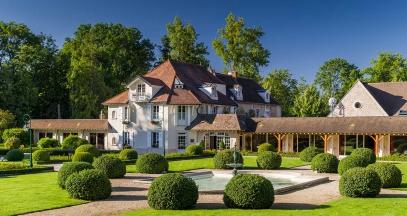 Hostellerie de Levernois Relais & Châteaux stay in cotes de beaune Burgundy ©Arnaud Frich