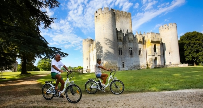Wine route by bike in Sauternes and Graves Bordeaux ©PH Labeguerie Chateau Roquetaillade