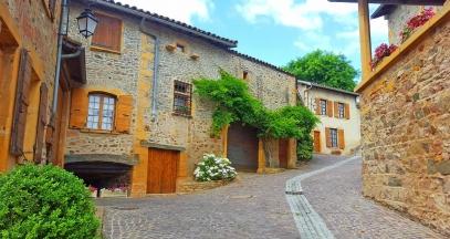 Chemin des vignes in Moire, Beaujolais des Pierres Dorees © Daniel Gillet Inter Beaujolais