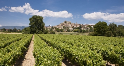 Hillside villages of Luberon ©Inter Rhône