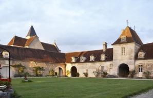 Château de Béru Bourgogne courtyard ©ChâteaudeBéru