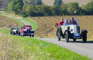Tour in vintage cars getaways in the vineyards of armagnac ©JP Cazelles - Chronotours