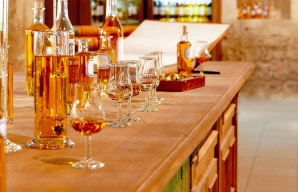 Tours of the cellars and tasting at the house of martell cognac ©Martell