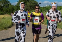 A festive and costume-packed race © Photo Marathon du vignoble