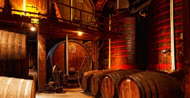Cellars chateau de cassaigne flame armagnac celebration distillation ©CRT Midi Pyrénées D. Viet