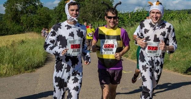 A festive and costume-packed race © Photo Marathon du vignoble