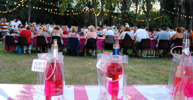 Open air dining dance and wine tasting in roussillon ©CIVR Guinguettes