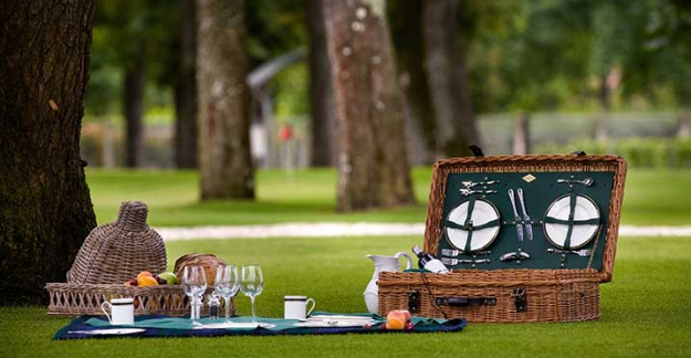 Summer picnics at chateau pape clement graves winetasting bordeaux ©All rights reserved