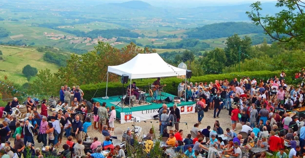 Le Beaujolais fête l'été Beaujolez-vous Les Estivales © Office de Tourisme Beaujolais Monts et Vignobles