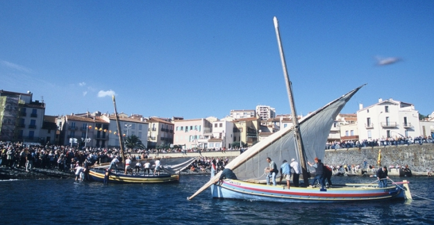 Arrival of the harvested grapes by sea festival wine of Roussillon ©Cru Banyuls Collioure