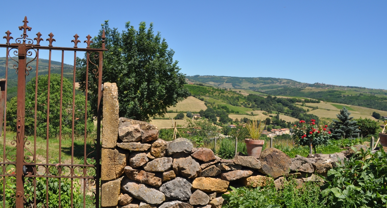 View from the medieval village of Ternand, Beaujolais geosite © Géoparc Beaujolais