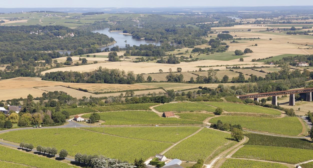 Vue sur les vignobles et la Loire à Sancerre © C. Mouton – CRT Centre Val de Loire